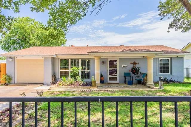 1605 Inglewood Drive, Grand Prairie, TX 75051 (MLS #14373704) :: NewHomePrograms.com LLC
