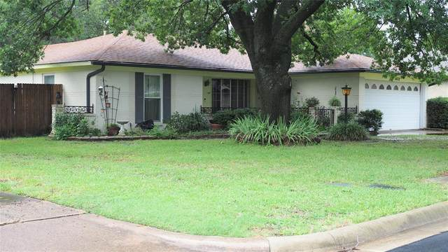 8432 Glenann Drive, North Richland Hills, TX 76182 (MLS #14374597) :: NewHomePrograms.com LLC