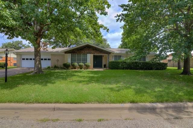 2305 9th Street, Mineral Wells, TX 76067 (MLS #14376781) :: Team Hodnett