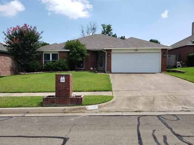 1700 Barclay Drive, Arlington, TX 76018 (MLS #14377099) :: Real Estate By Design
