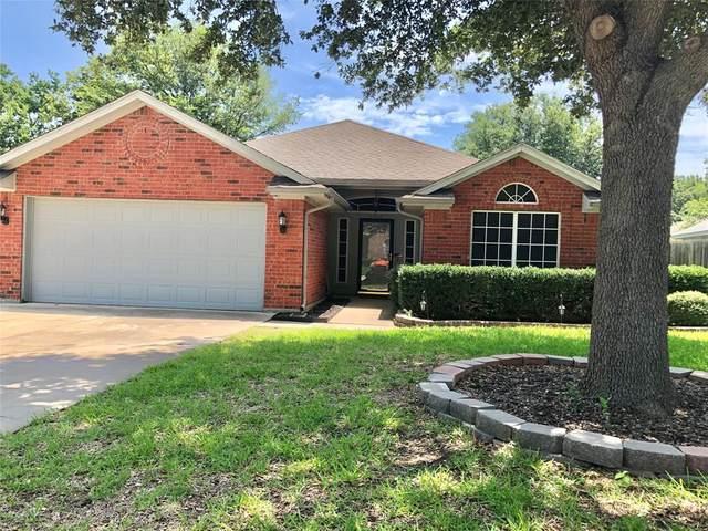 1512 Warwick Drive, Mansfield, TX 76063 (MLS #14377104) :: Tenesha Lusk Realty Group