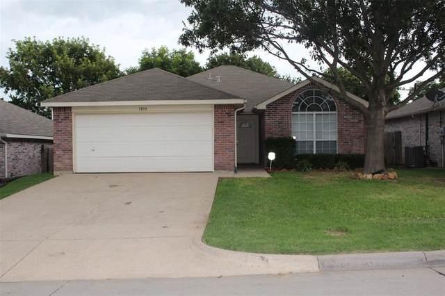 1303 Hidden Oaks Drive, Mansfield, TX 76063 (MLS #14377368) :: The Good Home Team