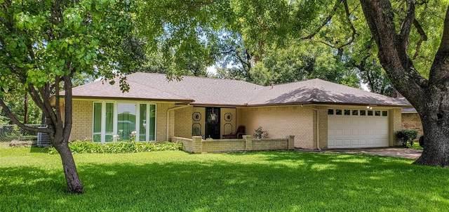 1817 Timberline Drive, Benbrook, TX 76126 (MLS #14377406) :: Team Hodnett