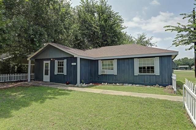 204 Alice Drive, Little Elm, TX 75068 (MLS #14377608) :: RE/MAX Pinnacle Group REALTORS
