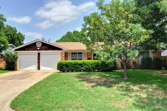 320 Harris Street, Burleson, TX 76028 (MLS #14378134) :: Baldree Home Team