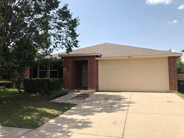 1917 Copper Mountain Drive, Fort Worth, TX 76247 (MLS #14378411) :: Century 21 Judge Fite Company
