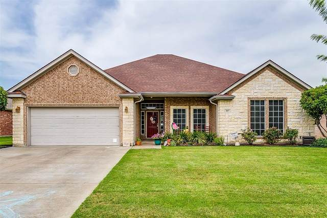 807 Meadow View Drive, Cleburne, TX 76033 (MLS #14378693) :: The Kimberly Davis Group