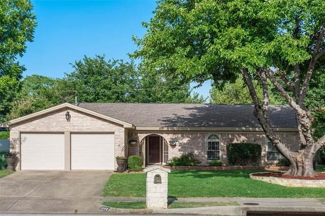 2204 Hurstview Drive, Hurst, TX 76054 (MLS #14378913) :: The Chad Smith Team