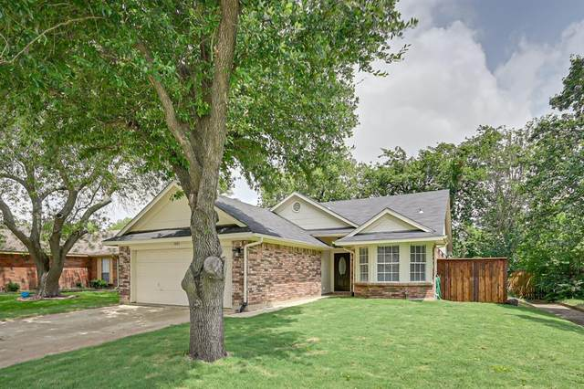 1021 Silver Spruce Drive, Arlington, TX 76001 (MLS #14379254) :: The Mitchell Group
