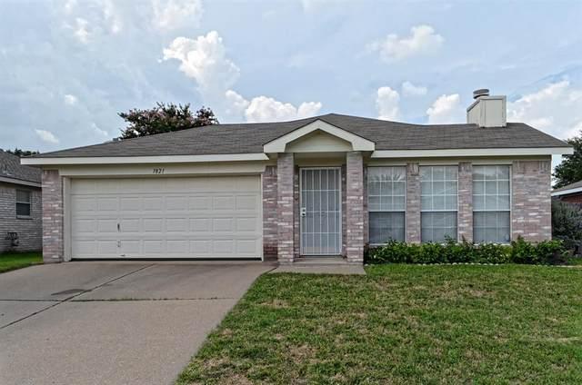1821 Cedar Tree Drive, Fort Worth, TX 76131 (MLS #14379863) :: Trinity Premier Properties