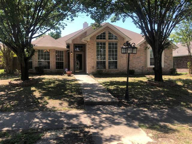 2120 Highwood Street, Mesquite, TX 75181 (MLS #14380337) :: The Kimberly Davis Group