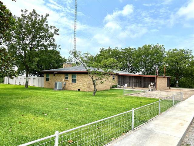 401 Stuart Street, Goldthwaite, TX 76844 (MLS #14381139) :: RE/MAX Pinnacle Group REALTORS