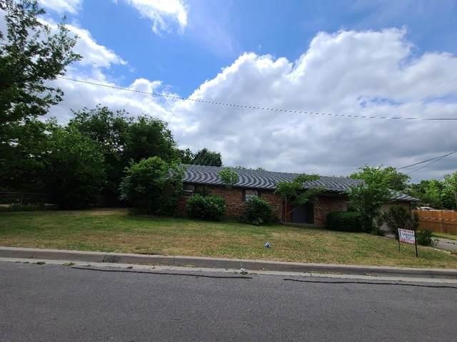 1405 W Bluff Street, Granbury, TX 76048 (MLS #14381213) :: The Kimberly Davis Group
