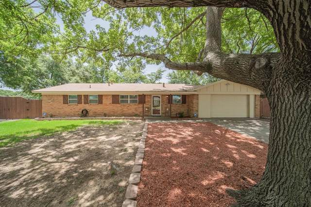 705 Oakwood Avenue, Hurst, TX 76053 (MLS #14381412) :: The Chad Smith Team