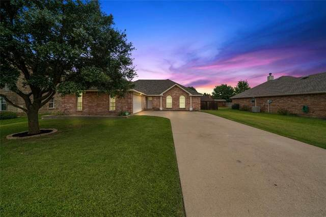 210 Cobblestone Circle, Red Oak, TX 75154 (MLS #14381482) :: Century 21 Judge Fite Company