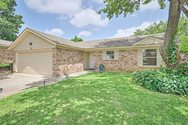 111 Volunteer Drive, Arlington, TX 76014 (MLS #14381537) :: Century 21 Judge Fite Company