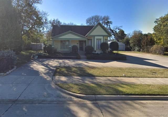 310 E Broad Street, Mansfield, TX 76063 (MLS #14381815) :: Justin Bassett Realty