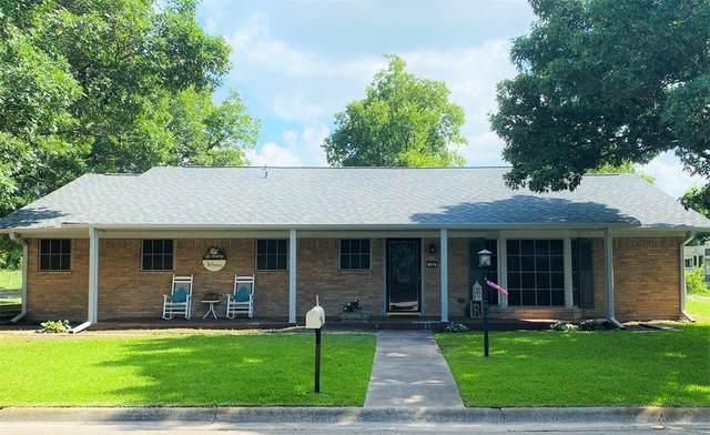 208 Fairfield Street, Gainesville, TX 76240 (MLS #14381980) :: Trinity Premier Properties