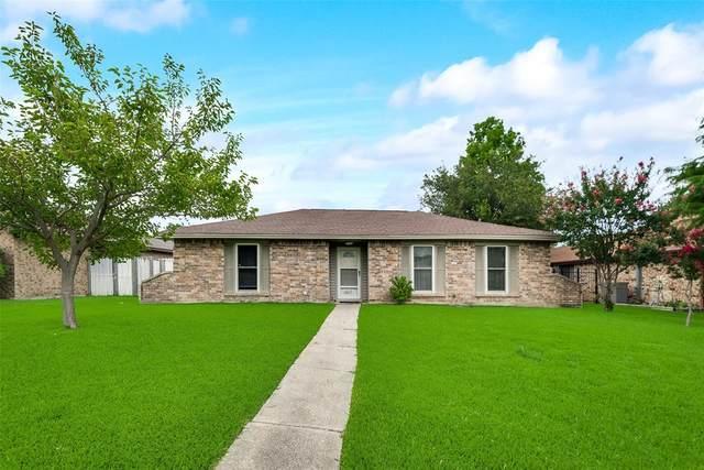 1217 Devonshire Lane, Mesquite, TX 75150 (MLS #14382111) :: The Kimberly Davis Group