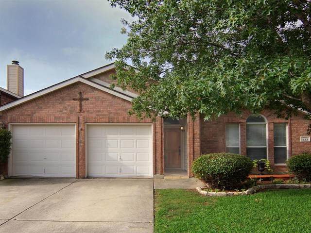 833 Jockey Club Lane, Fort Worth, TX 76179 (MLS #14383127) :: Team Tiller