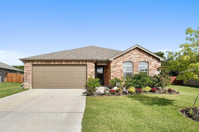 416 Highmeadow Road, Aubrey, TX 76227 (MLS #14383392) :: Team Tiller