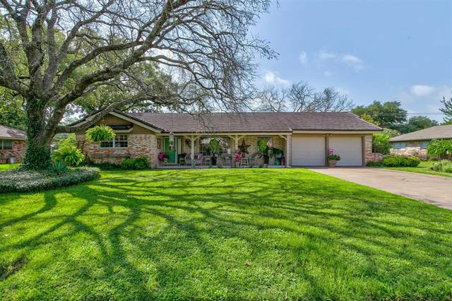 1221 Crestwood Drive, Cleburne, TX 76033 (MLS #14383769) :: The Chad Smith Team
