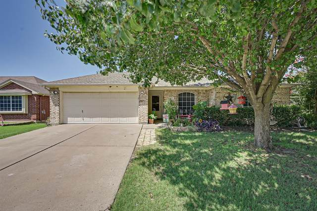 957 Carlin Lane, Burleson, TX 76028 (MLS #14385429) :: The Hornburg Real Estate Group
