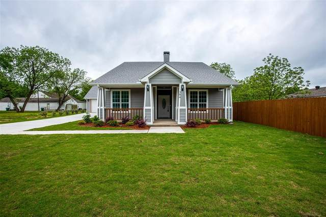304 S 4th Street, Crandall, TX 75169 (MLS #14385790) :: NewHomePrograms.com LLC