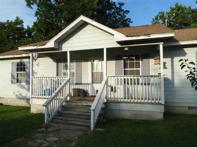 205 N Mccracken Street, Chico, TX 76431 (MLS #14385931) :: The Good Home Team