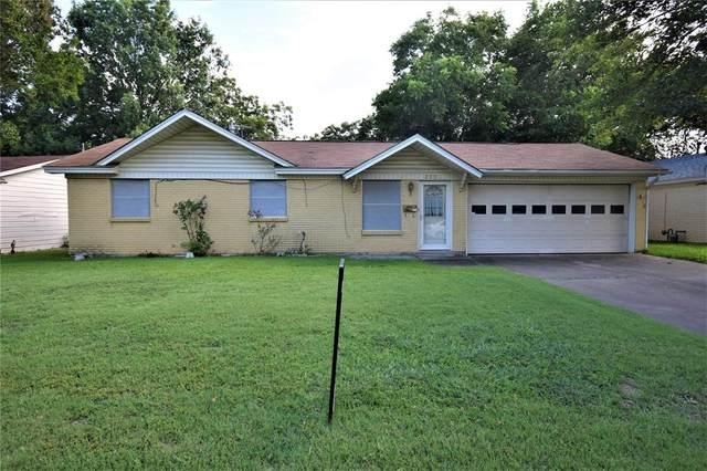 233 NW Jayellen Avenue, Burleson, TX 76028 (MLS #14386865) :: NewHomePrograms.com LLC