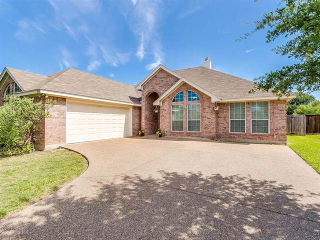 1008 Greenbriar Court, Saginaw, TX 76179 (MLS #14386918) :: The Chad Smith Team