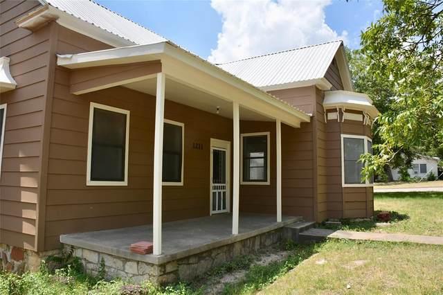 1211 Hutchings St, Goldthwaite, TX 76844 (MLS #14387653) :: The Good Home Team