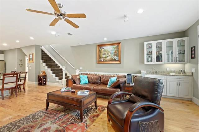 2606 Shelby Avenue #304, Dallas, TX 75219 (MLS #14388320) :: Trinity Premier Properties