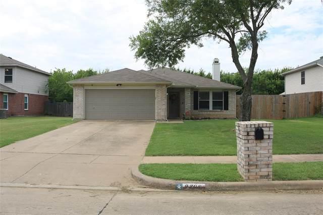9208 Seven Oaks Lane, Denton, TX 76210 (MLS #14388452) :: The Kimberly Davis Group