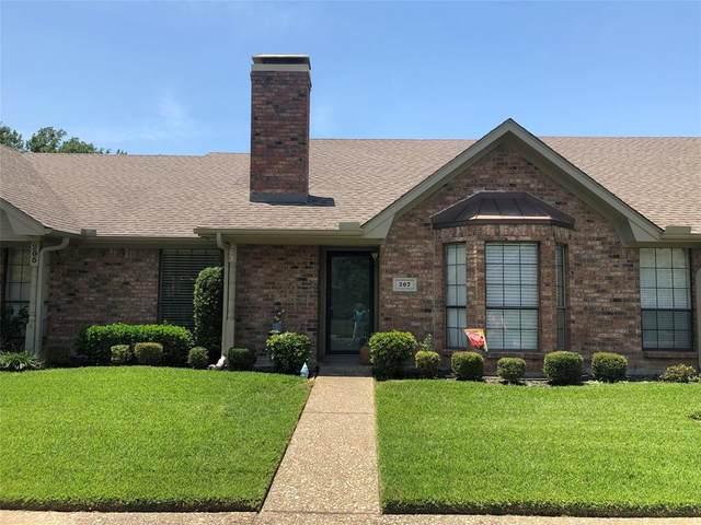 207 Goodwin Lane, Corsicana, TX 75110 (MLS #14388542) :: The Kimberly Davis Group