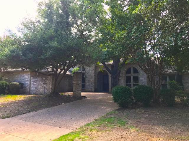 2003 Shadow Ridge Drive, Arlington, TX 76006 (MLS #14388759) :: Trinity Premier Properties
