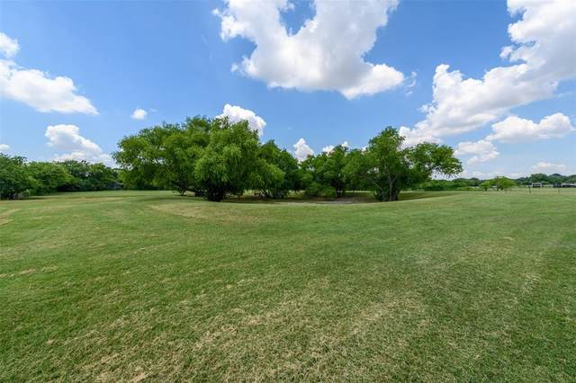 7055 Douglas Lane, North Richland Hills, TX 76182 (MLS #14390436) :: Craig Properties Group