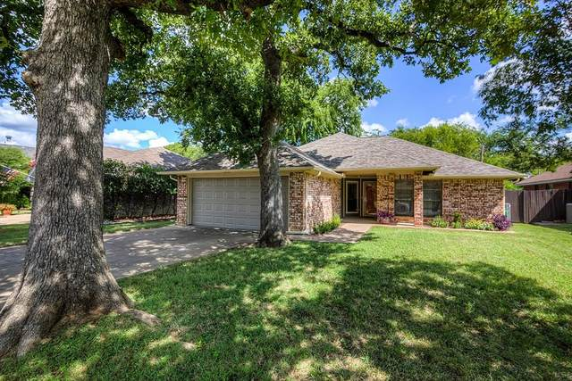 2135 Chapel Downs Drive, Arlington, TX 76017 (MLS #14396396) :: The Heyl Group at Keller Williams