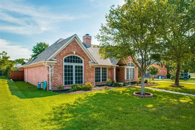 702 E Tartan Trail, Highland Village, TX 75077 (MLS #14399920) :: The Heyl Group at Keller Williams