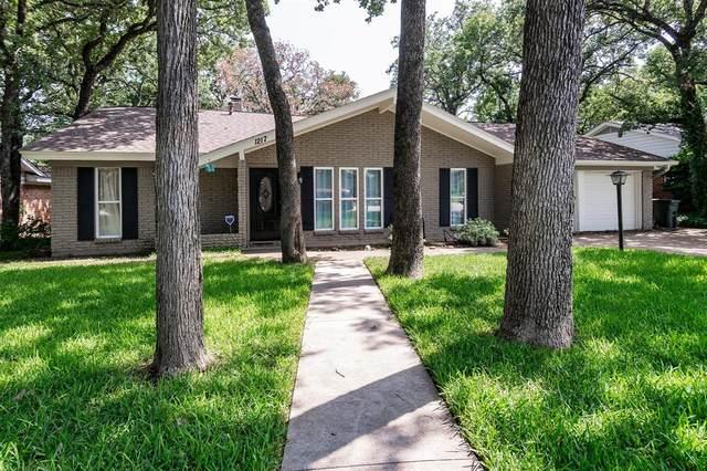 1217 W Redbud Drive, Hurst, TX 76053 (MLS #14401726) :: The Chad Smith Team
