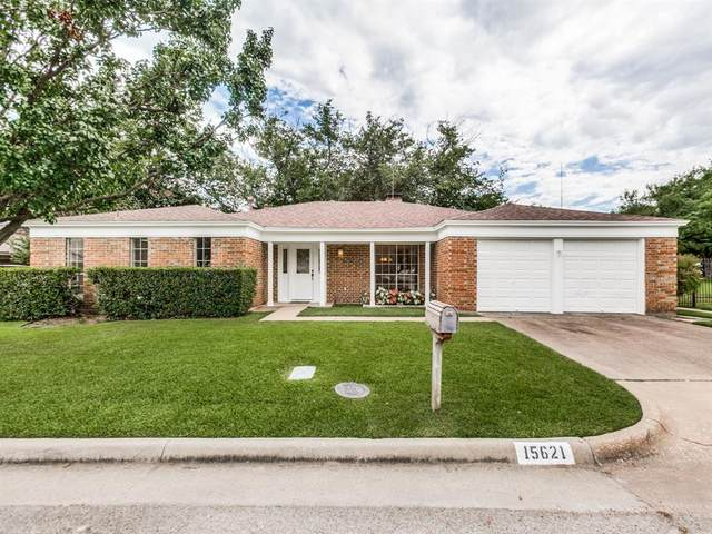 15621 Kingscrest Circle, Dallas, TX 75248 (MLS #14402213) :: Frankie Arthur Real Estate