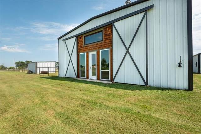 9501 Us Highway 377 Barn, Collinsville, TX 76233 (MLS #14402815) :: The Heyl Group at Keller Williams