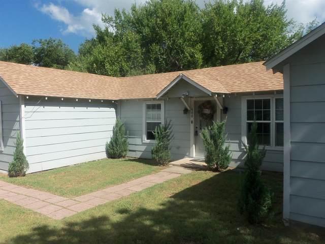 400 W Ash Street, Decatur, TX 76234 (MLS #14402966) :: The Mauelshagen Group