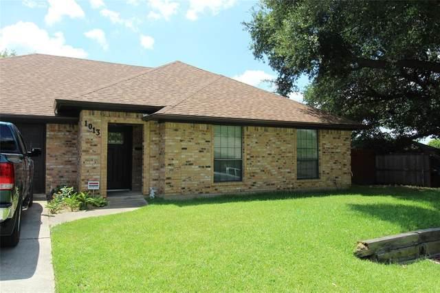 1013 Old Mill Circle, Irving, TX 75061 (MLS #14402997) :: NewHomePrograms.com LLC