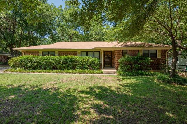 2114 Houston Place, Denton, TX 76201 (MLS #14403069) :: Maegan Brest | Keller Williams Realty