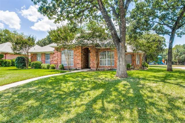 900 Evandale Road, Burleson, TX 76028 (MLS #14404541) :: The Kimberly Davis Group