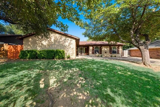 424 Englewood Lane, Hurst, TX 76053 (MLS #14404610) :: The Chad Smith Team