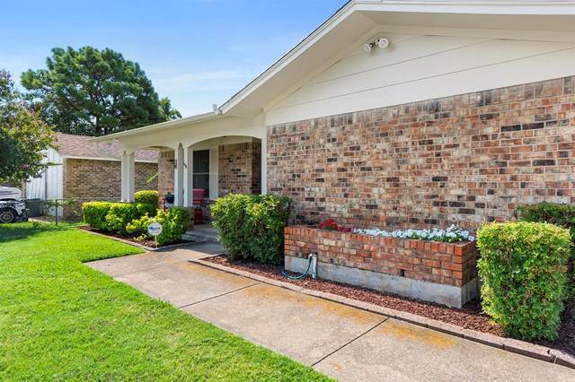 709 Fayette Drive, Euless, TX 76039 (MLS #14404616) :: The Chad Smith Team