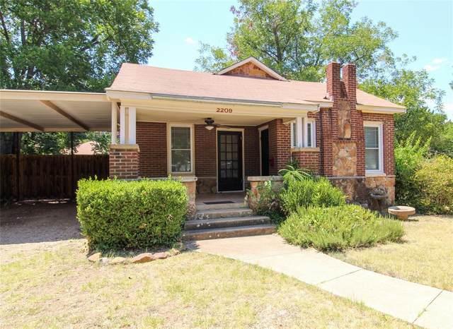 2209 Vincent Street, Brownwood, TX 76801 (MLS #14404990) :: The Heyl Group at Keller Williams
