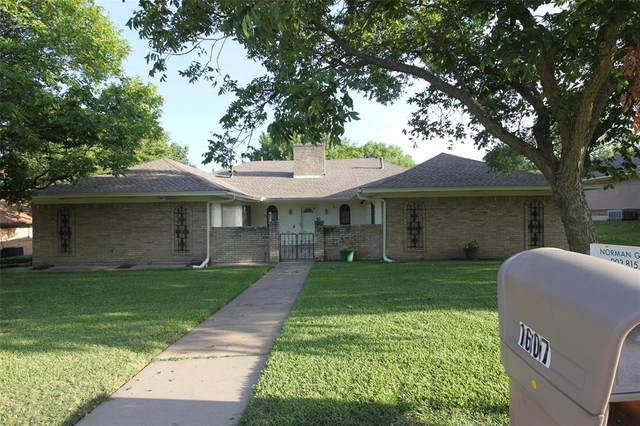 1607 Idlewood Drive, Sherman, TX 75092 (MLS #14404996) :: NewHomePrograms.com LLC